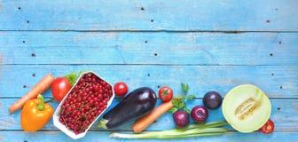 菜和果子,健康食物,平的位置 免版税库存照片