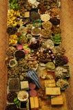 菜和湿市场 卖新鲜蔬菜的回教妇女在西提Khadijah市场市场上在哥打巴鲁马来西亚 免版税图库摄影