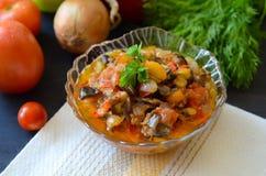 菜和茄子鱼子酱  免版税库存照片