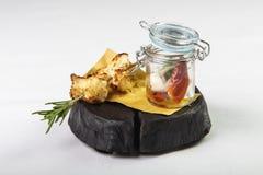 菜开胃菜在银行中用在rosema分支的炸面包  库存照片