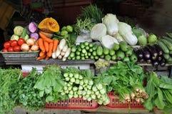 菜摊位在本Tanh市场上。 免版税库存图片