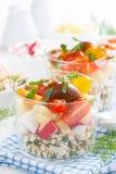 菜沙拉用在玻璃的酸奶干酪,垂直 库存照片