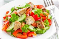 菜沙拉用蘑菇 免版税库存照片