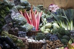 菜的不同的类型在自治市镇市场上的在伦敦 免版税库存照片