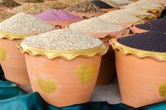 菜种子堆在罐 免版税图库摄影