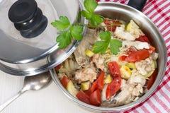 菜蔬菜炖肉与鸡的在它自己的汁液烹调了 免版税库存照片