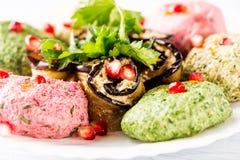 菠菜与石榴种子的开胃菜phali关闭  英王乔治一世至三世时期烹调 图库摄影