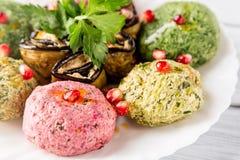 菠菜与石榴种子的开胃菜phali关闭  英王乔治一世至三世时期烹调 库存图片