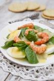菠菜用鸡蛋和虾 免版税图库摄影