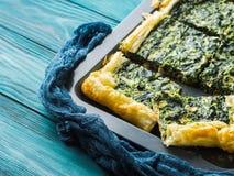 菠菜美味乳蛋饼用乳脂干酪 库存图片