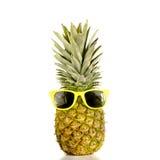 菠萝佩带的太阳镜 免版税库存图片