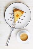 菠萝倒置型水果蛋糕部分 库存图片