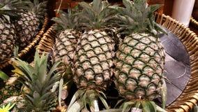 菠萝准备好待售 免版税库存照片