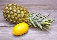 菠萝和柠檬 库存图片