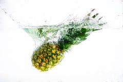 菠萝果子在水中 库存图片