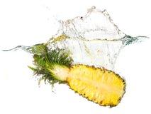 菠萝飞溅 免版税库存照片