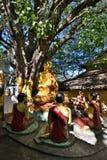 菩萨和门徒雕象 塔翁Kalat佛教徒修道院 登上Popa 曼德勒地区 缅甸 库存图片