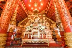 菩萨图象在曼谷玉佛寺教会里  免版税库存照片
