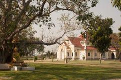 菩萨在Bodhi树下在Wat Niwet Thammaprewat泰国 免版税库存照片