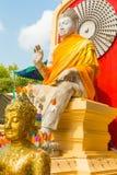 菩萨坐的雕象寺庙phra pathom泰国 免版税库存照片