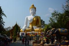 菩萨坐的雕象 Wat Phra那个土井西康省寺庙 Tambon Mae Hia, Amphoe Mueang 清迈府 泰国 库存图片