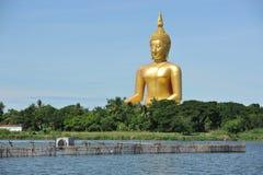 菩萨大雕象Wat的Muang,泰国 免版税库存照片