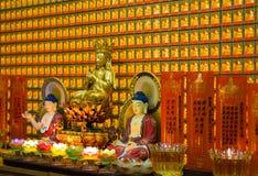 菩萨小雕象和美丽的金装饰在寺庙 库存照片