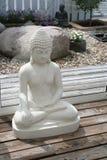 菩萨形象在庭院里 库存图片