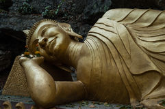 菩萨斜倚的雕象 库存照片