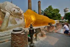 菩萨斜倚 Wat亚伊柴Mongkhon寺庙 阿尤特拉利夫雷斯 泰国 免版税库存照片