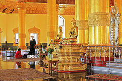 菩萨牙遗物塔,仰光,缅甸 免版税图库摄影