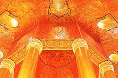 菩萨牙遗物塔` s天花板,仰光,缅甸 库存图片