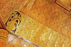 菩萨牙遗物塔` s天花板,仰光,缅甸 免版税库存照片
