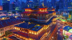 菩萨牙遗物寺庙&博物馆鸟瞰图录影时间间隔在新加坡在晚上 股票录像