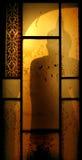 菩萨的阴影在窗口里 免版税库存图片