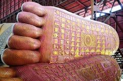 菩萨的Chauk Htat Gyi斜倚的菩萨图象脚印刷品在Kyauk Htat Gyi塔的在仰光,缅甸 免版税图库摄影