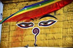 菩萨眼睛或智慧注视在Swayambhunath寺庙或猴子寺庙 免版税库存图片