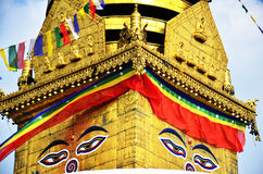菩萨眼睛或智慧注视在Swayambhunath寺庙或猴子寺庙 免版税库存照片