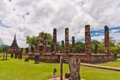 菩萨被掀动的柱子雕象 库存照片