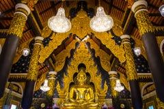 菩萨金黄雕象在Wat Phra教会里土井Phra陈,寺庙在Lampang泰国 免版税图库摄影