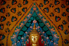 菩萨金黄雕象 库存图片