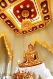 菩萨金黄雕象Wat的Traimit在曼谷 库存图片
