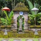 菩萨雕象在一间佛教徒修道院里 巴厘岛印度尼西亚 库存图片