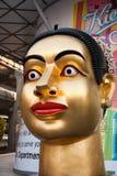 菩萨雕象在中央购物地方在曼谷 免版税库存图片
