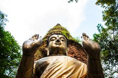 菩萨雕象在清迈 免版税库存照片