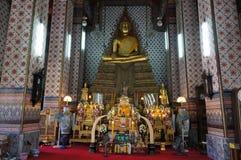 菩萨雕象在黎明寺 免版税库存照片