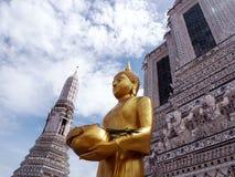 菩萨雕象在黎明寺Rajwararam,曼谷 免版税图库摄影