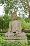 菩萨雕象在bodhi树下 免版税图库摄影