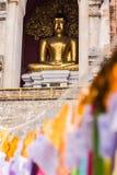 菩萨雕象在Chedi, Wat Chedi肺Chiangmai 库存照片
