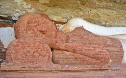 菩萨雕象在Pidurangala岩石顶部,锡吉里耶 库存照片